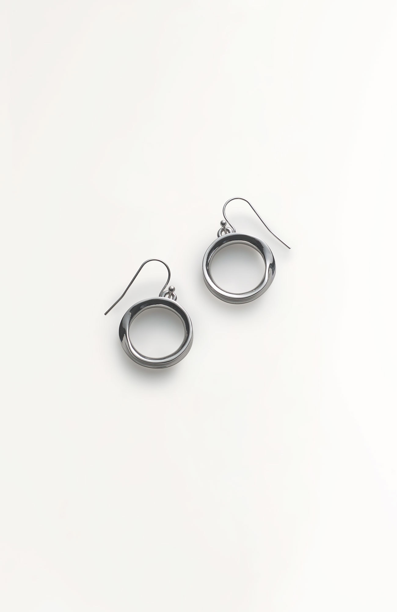 sculpted twist hoops