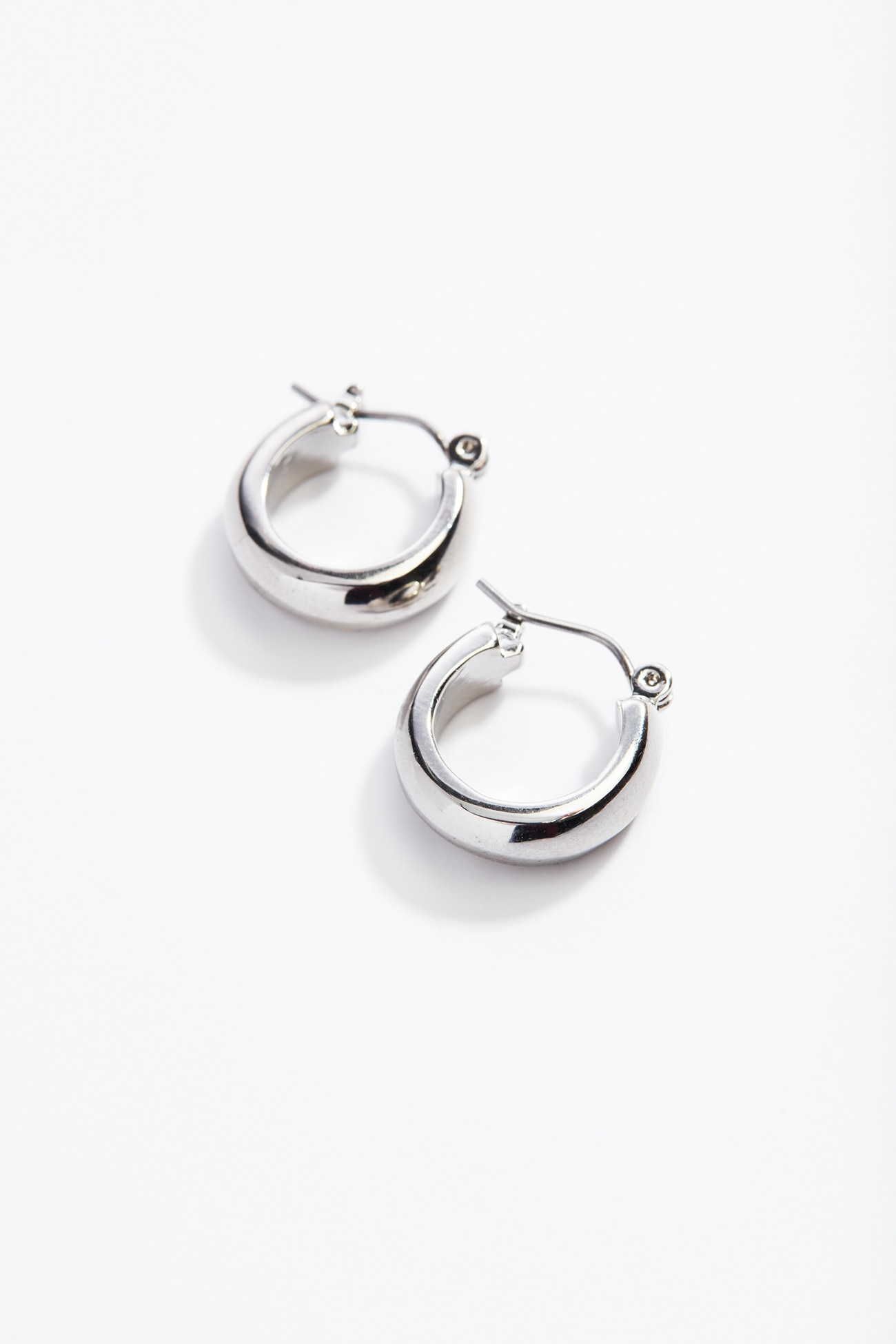 sculpted mini hoops