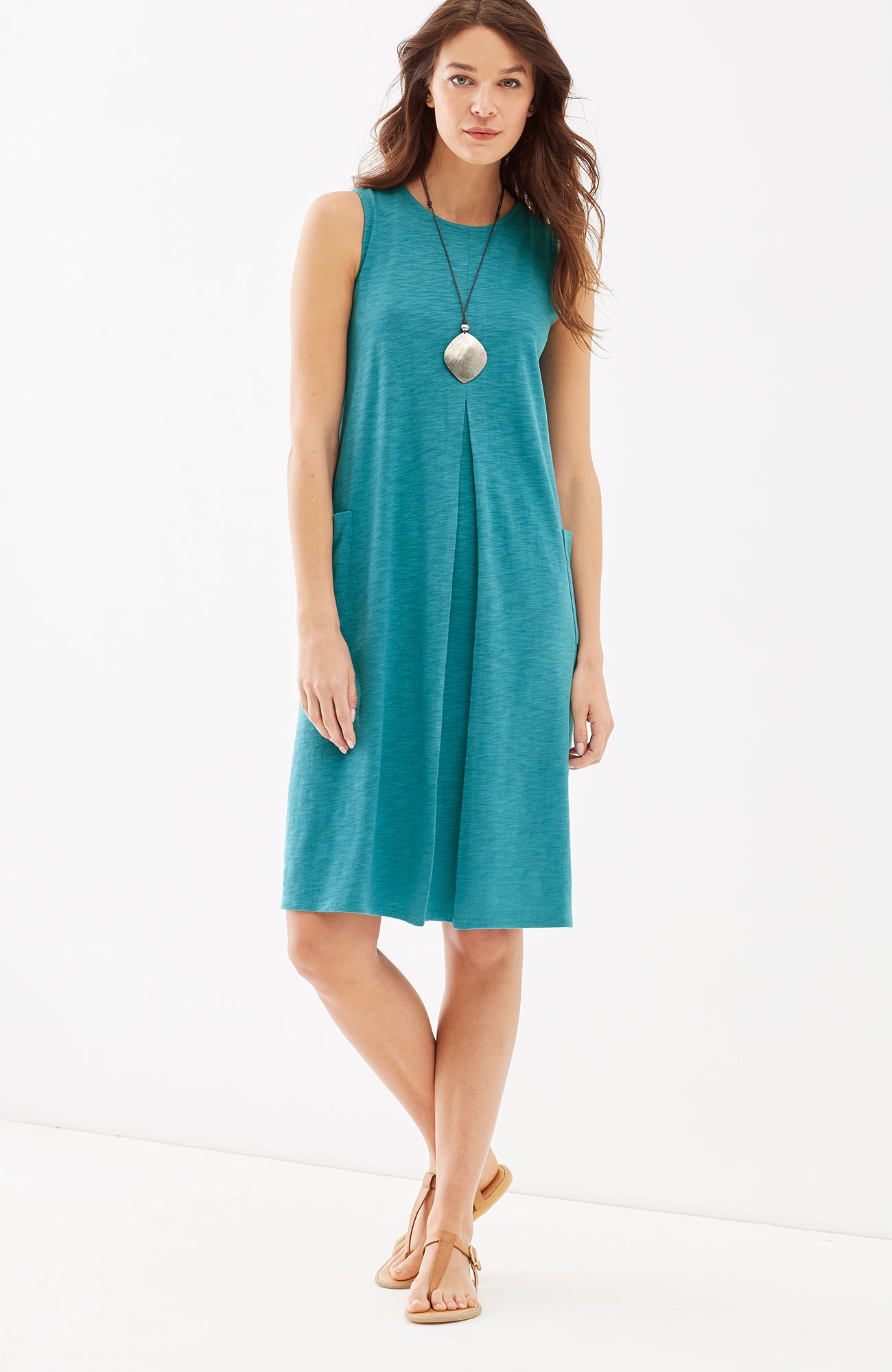 sleeveless center-pleat knit dress