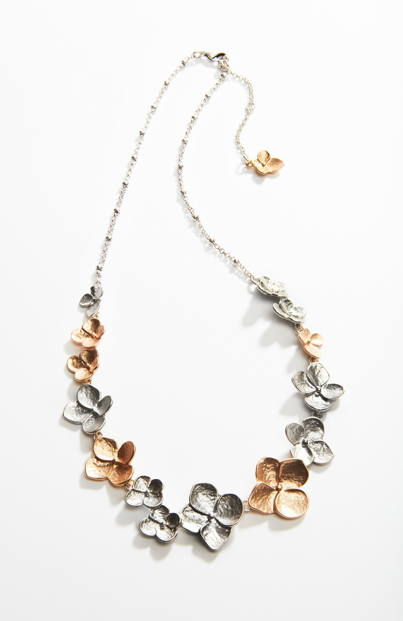 hydrangea short necklace