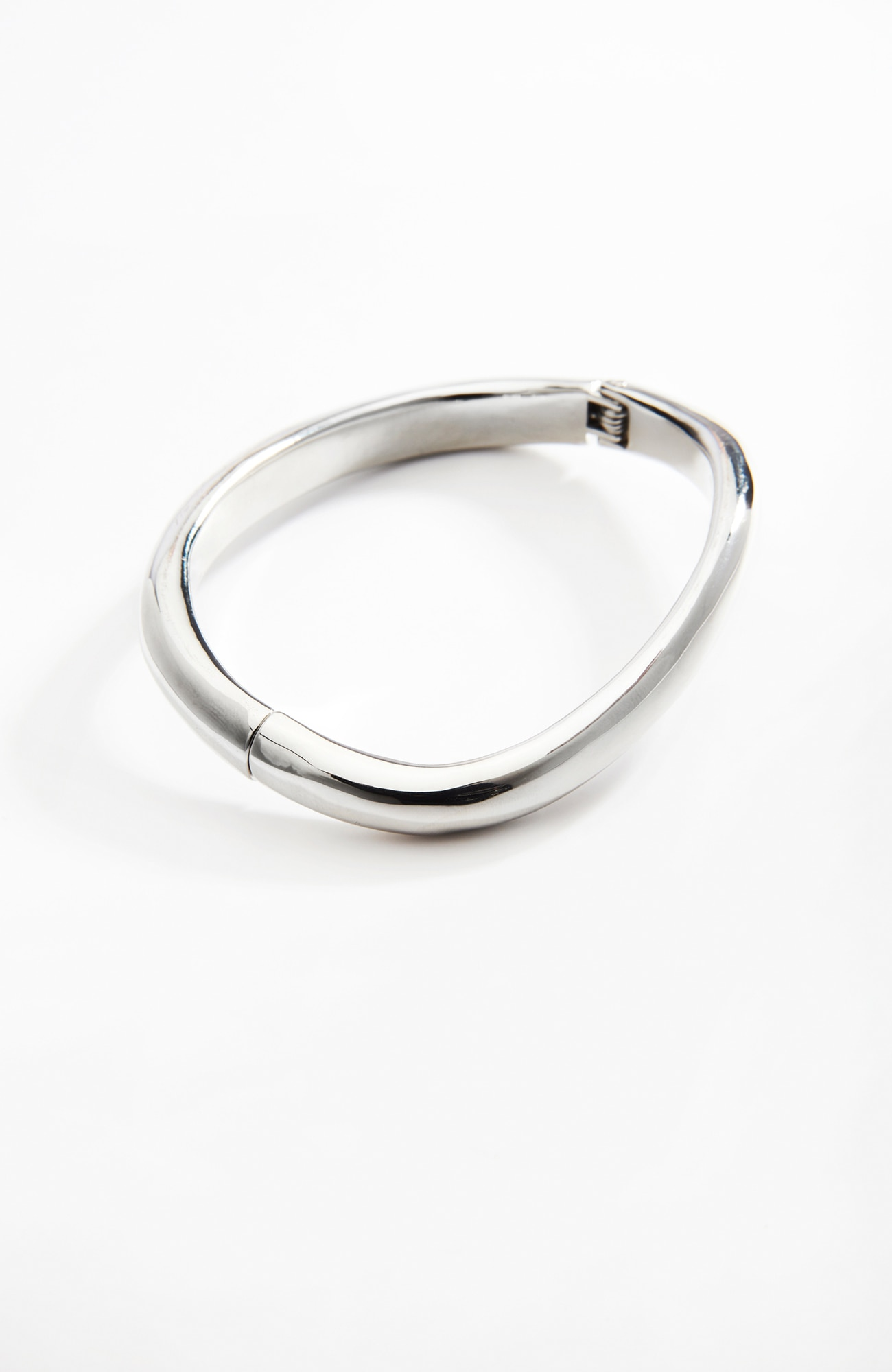 sculpted hinged bangle