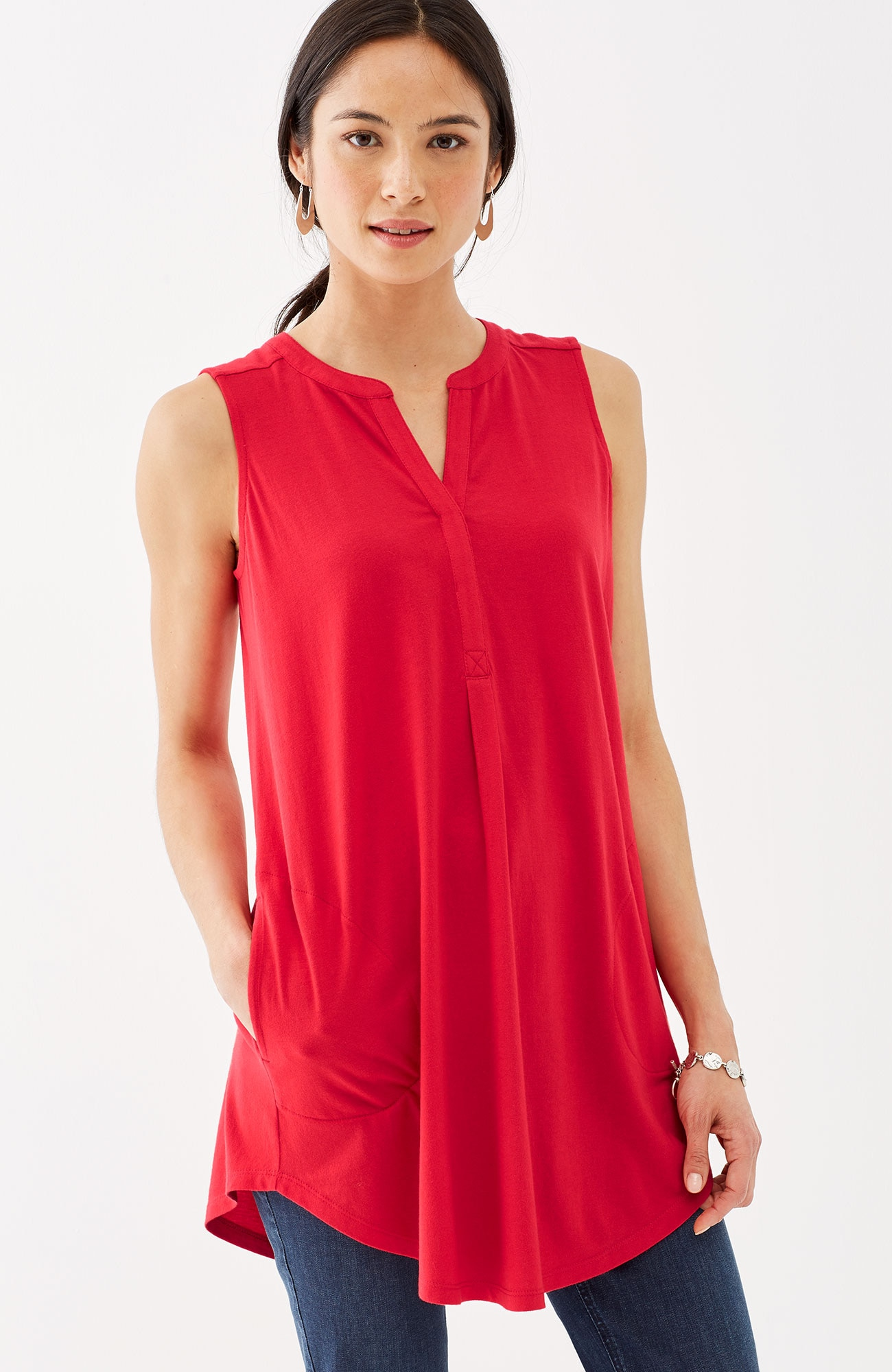 sleeveless curved-hem knit tunic
