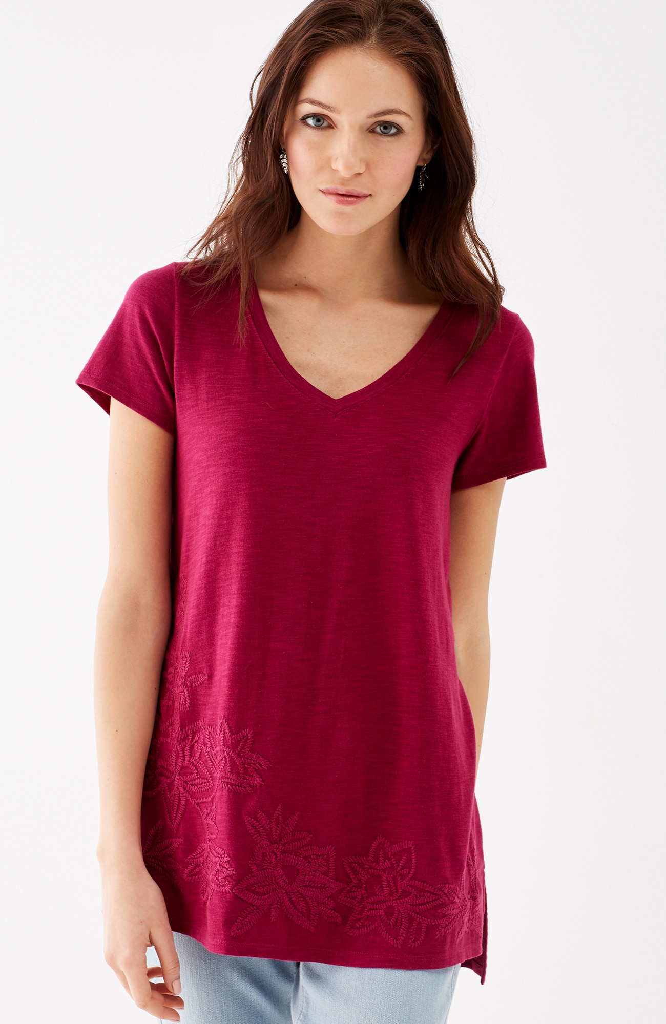 embroidered V-neck tee