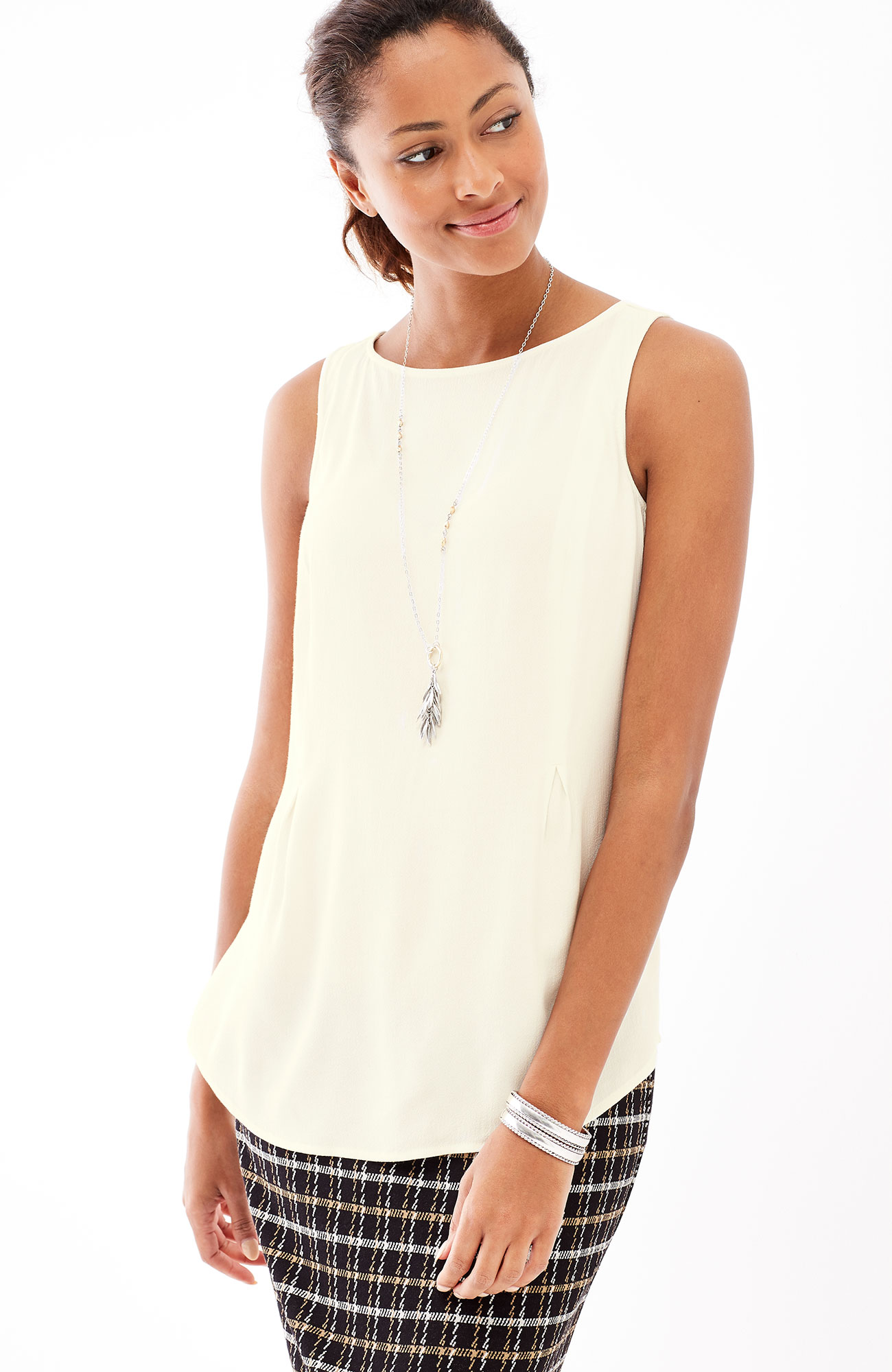sleeveless boat-neck top