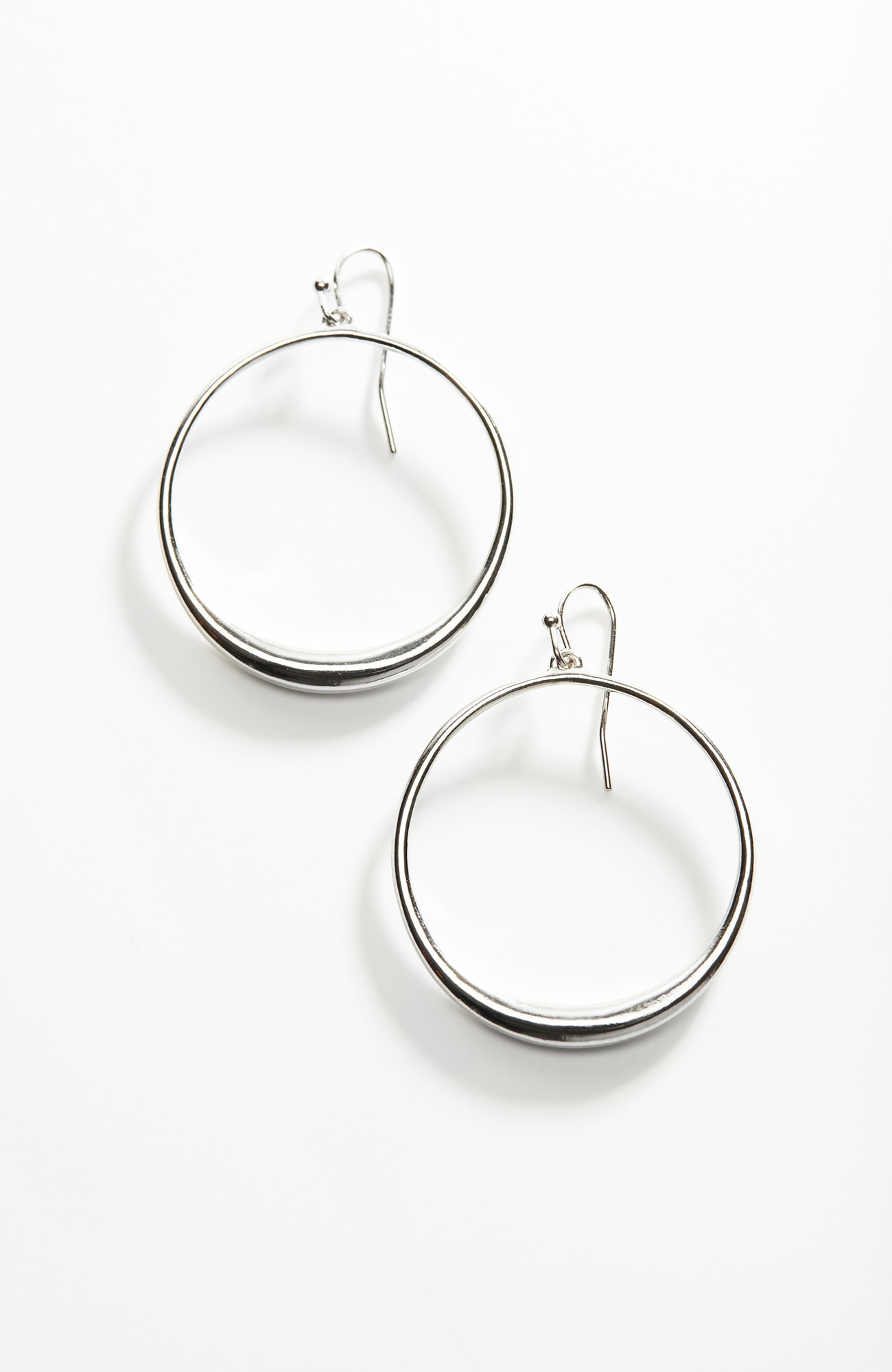 sculpted circle earrings