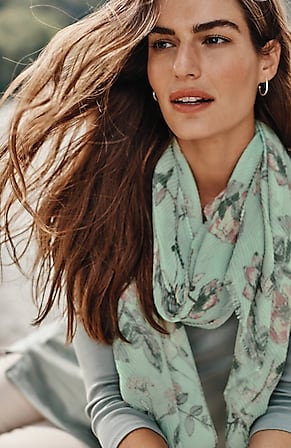 Image for Tossed-Flowers Pleated Scarf