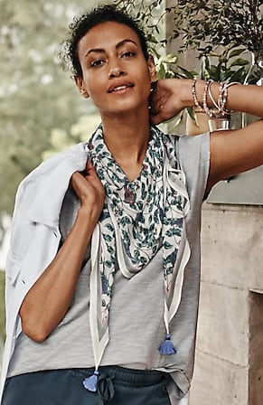 Image for Floral-And-Vine Tasseled Diamond Scarf